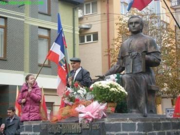 Делегаты Конгресса провели молебен около памятника русинскому философу Александру Духновичу