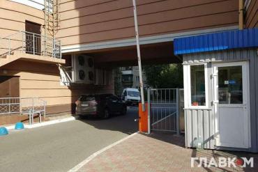 В елітному житловому комплексі в Києві в кімнаті охорони знайдено мертвою дитину