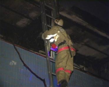 Спасатели столицы тушили пожар в высотном доме