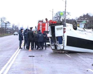 В Кировограде автобус перевернулся из-за лихача на Chevroletе