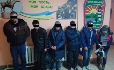 Курсанты-пограничники задержали в Закарпатье 6 нелегалов и их проводника
