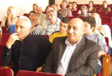 На фото – зліва А.Нікогосян, праворуч – В.Товмасян