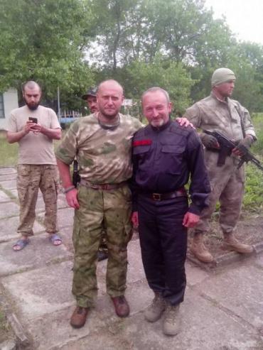 Ярош та капелан 1 батальйону ДУК (Правий сектор Закарпаття) Василь Мандзюк