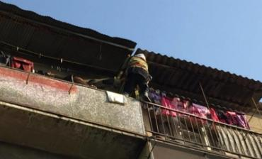 В Ужгороде спасатели снимали ребенка с балкона многоэтажки