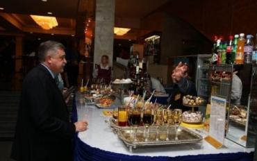 """В буфете Дворца """"Украина"""" цены на алкоголь """"кусаются"""""""