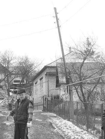 У Рокосово 20 сімей живуть під страхом ураження струмом
