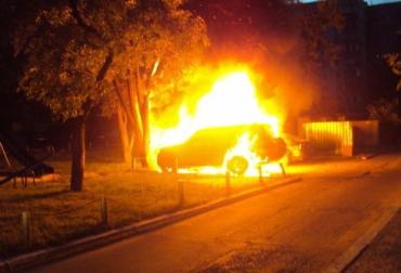 """""""Жигулі"""" були повністю знищені вогнем у селі Імстичево."""