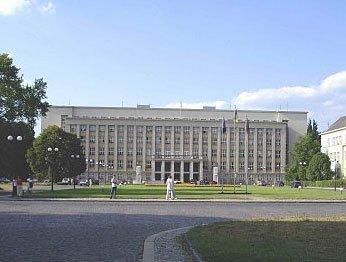 Ужгород. Закарпатская облгосадминистрация и областной совет