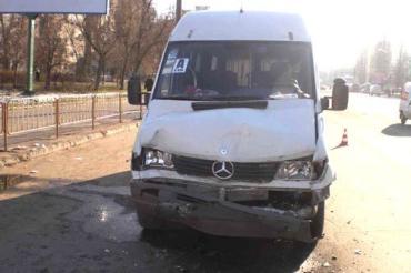 """четверо пассажиров автобуса """"Мercedes Benz-312Д"""" получили телесные повреждения"""