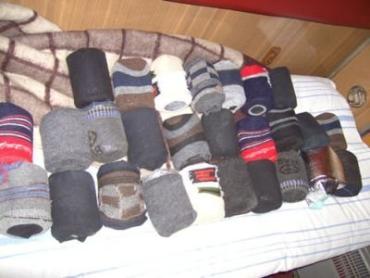Контрабандистка расфасовала черную икру по мужским носкам