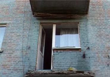 Балкон обвалился вместе с хозяйкой в Бердичеве