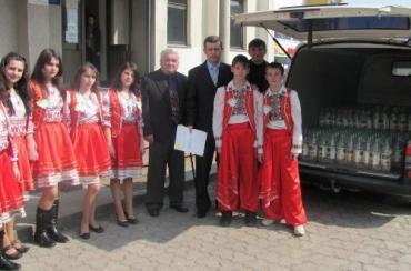 Діти з школи-інтернату отримали подарунки від податківців та компанії Coca Cola
