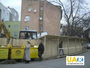 В Ужгороде застраивают бывший общественный туалет по улице Капушанской