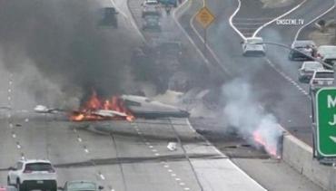 В Калифорнии на автотрассу упал самолет, есть пострадавшие