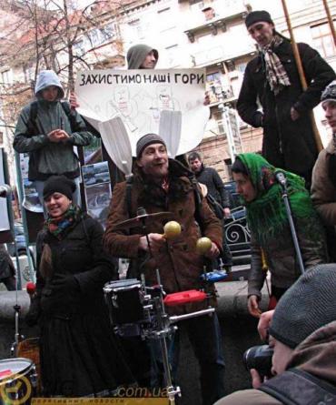 В Украине проходят акции против строительства ГЭС в Карпатах
