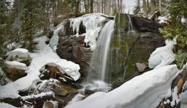 Водопад Юнтур в Карпатах неподалеку от Ужгорода