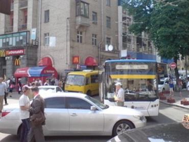 Киевлянин заблокировал движение транспорта