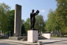 Монумент предлагают сделать экспонатом Музея советского тоталитаризма.