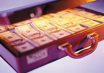 Деньги украинских вкладчиков банкиры везут за кордон