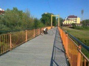 В некоторых местах мосты просто опасны для жизни и здоровья