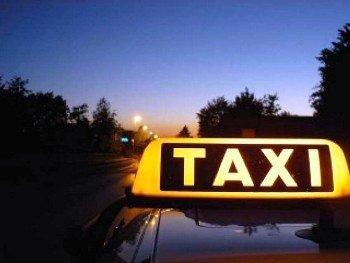 В Ужгороде двое юношей повредили такси