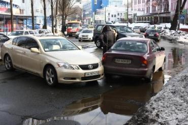 В Киеве 23 февраля не обошлось без блондинки на Lexus