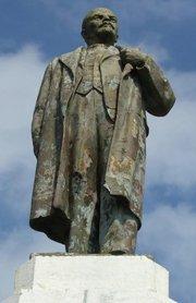 В Луганской области сегодня открыли два памятника Владимиру Ленину
