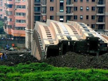 13-этажный дом упал и остался целым