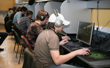 Вчені порівняли мозок завзятих геймерів та їх однолітків
