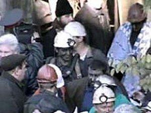 13 шахтеров не поднимаются на поверхность, требуя выплаты зарплаты