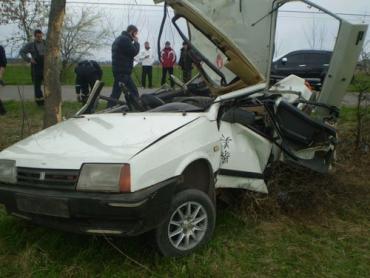 На Берегівщині ВАЗ врізався в дерево, одна людина загинула