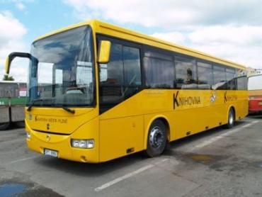 """Сейчас три пражских автобуса — это две переделанные """"Каросы"""" и один грузовой автомобиль Iveco."""