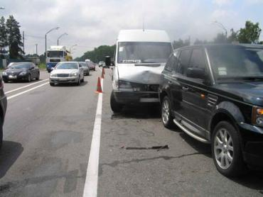 Под Киевом Mersedes-Benz не заметил Range Rover и Audi A3