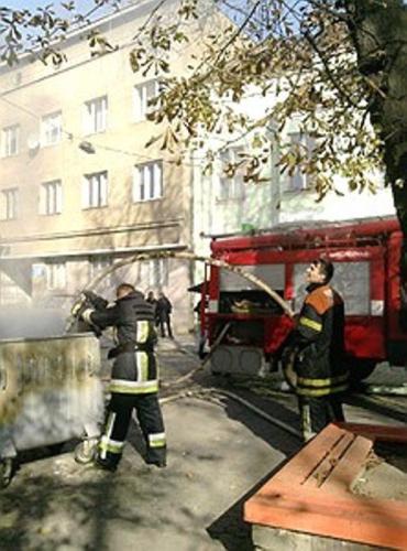 """В Ужгороде загорелся мусор около кукольного театра """"Бавка"""""""