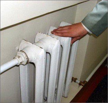 В киевских домах потеплели батареи, в ужгородских квартирах пока тепло не нужно