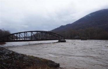На річках Закарпаття сформувався дощовий паводок