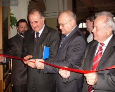 Крайний справа — председатель Закарпатского областного совета Михаил Кичковский.