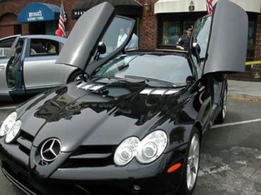 Украинцы могут официально купить даже Mercedes SLR McLaren!