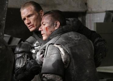 В широкий прокат «Универсальные солдаты: Новое начало» выйдет в феврале 2010 год