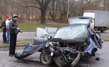 В Винницкой области BMW-528 врезался в опору рекламного щита