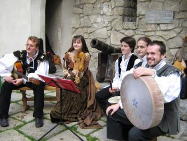 В Ужгороді ансамбль старовинної музики створений Володимиром Долею