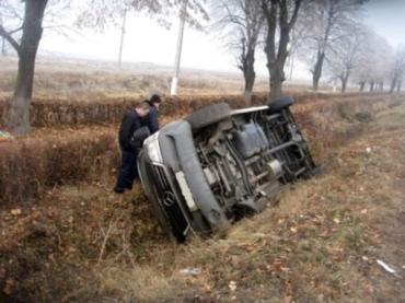 """В Закарпатье перекинулся """"Мерс"""", травмировались 7 пассажиров"""
