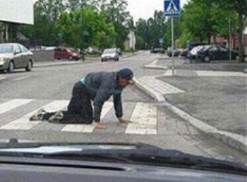 Пешехода-афериста лучше пропустить