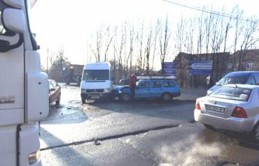 У селі Павшино зіткнулося одразу 3 автівки