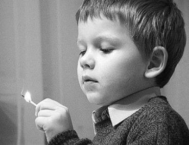 Игры со спичками 5-летнего мальчика привели к пожару в Мукачево