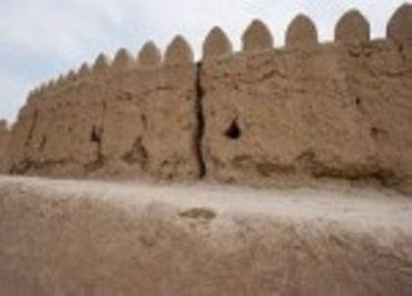 """Заключенные строят """"китайскую стену"""" между Узбекистаном и Киргизией"""