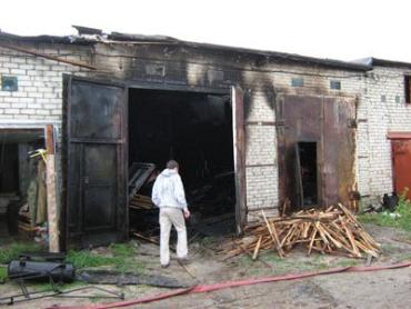 На Иршавщине загорелась одежда на механике во время ремонта авто