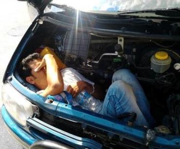 Закарпатцы перевозят сомалийцев в багажнике или под капотом