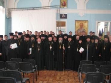 В Ужгороді випусникам УУБА та КаУ вручили дипломи