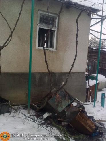 В Иршавском районе жилой дом отвоевали у стихии пожарные